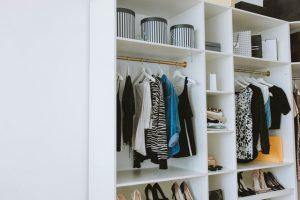 משפצים את חדר הארונות: איך לאחסן נעליים בסטייל?