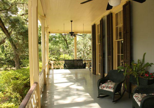 פרגולה למרפסת שמש: עיצוב בהתאמה אישית או ערכה קבועה?